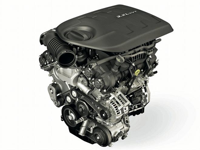 3.2LのV6エンジンは、兄貴分にあたるグランドチェロキーやラングラーに採用される3.6Lユニットの縮小版。2種類の4WDシステムと組み合わされる