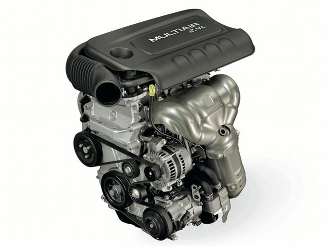 直4の2.4Lエンジンには、グループ会社であるフィアットのマルチエア技術を採用。燃費性能の向上をはじめ、高効率を追求したユニットだ