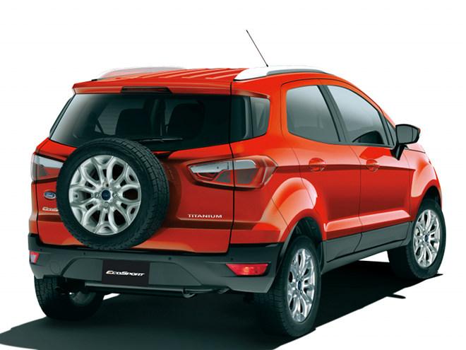 背面に搭載されるフルサイズのスペアタイアや、ボディ下部を覆う樹脂パーツなどSUVらしいデザインとなっている。駆動方式はFFのみ