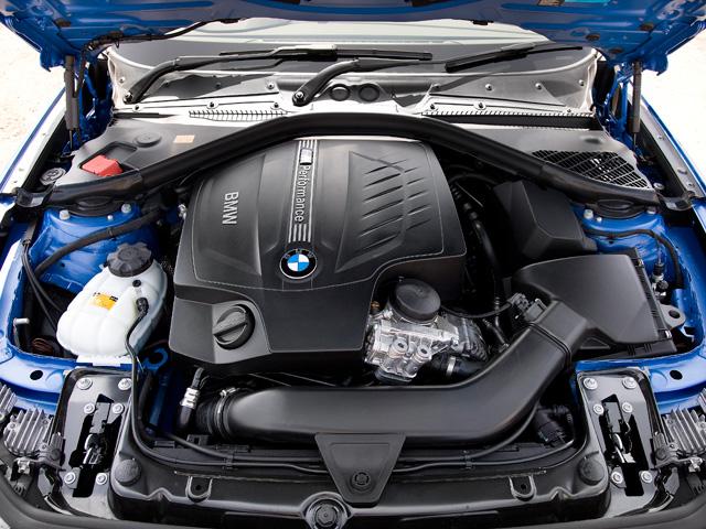 BMW M社によりチューニングが施された3Lの直列6気筒ターボエンジンを搭載。専用セッティングのサスペンションなども備わる