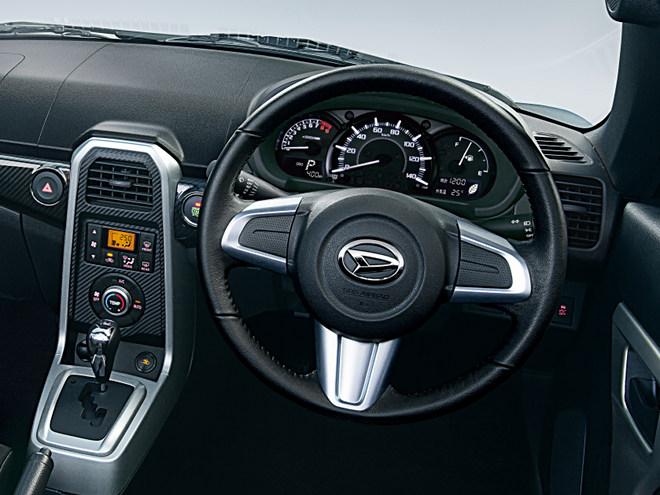 内装も外板と同様に、運転席、助手席の加飾パネルやオーディオクラスターをユーザーの好みに合わせて変更できる