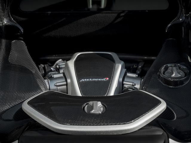 ▲最適な重量配分のためエンジンをキャビン後方に配置。0→100km/h加速は3秒となる