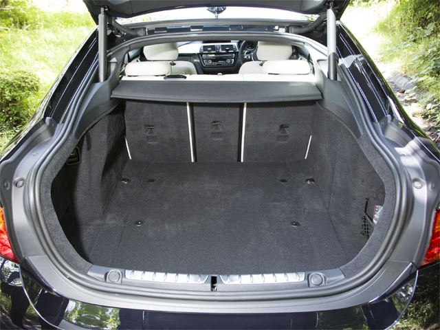 ▲ラゲージ容量はクーぺより35L広い480Lに。後席を倒せば1300Lまで拡大する。自動開閉機能も標準化