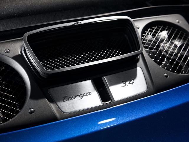 タルガ4には3.4L、4Sには400ps/440Nmを発生する3.8Lを搭載。4WDモデルのみをラインナップ