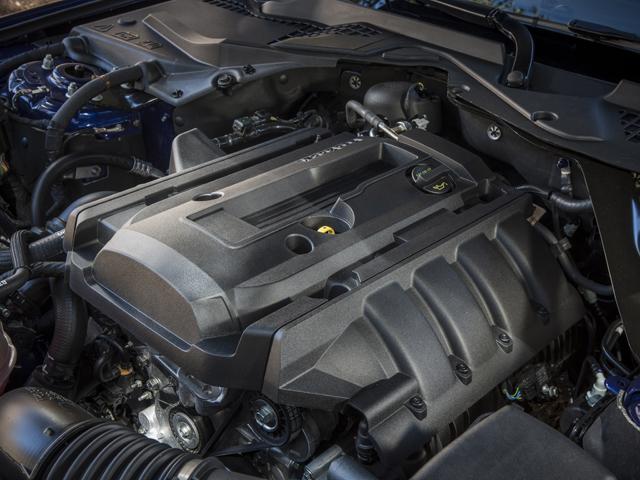 ▲ターボ、直噴、可変バルブタイミング機構などをもつダウンサイジングエンジン、2.3L EcoBoostをFRモデルに初搭載