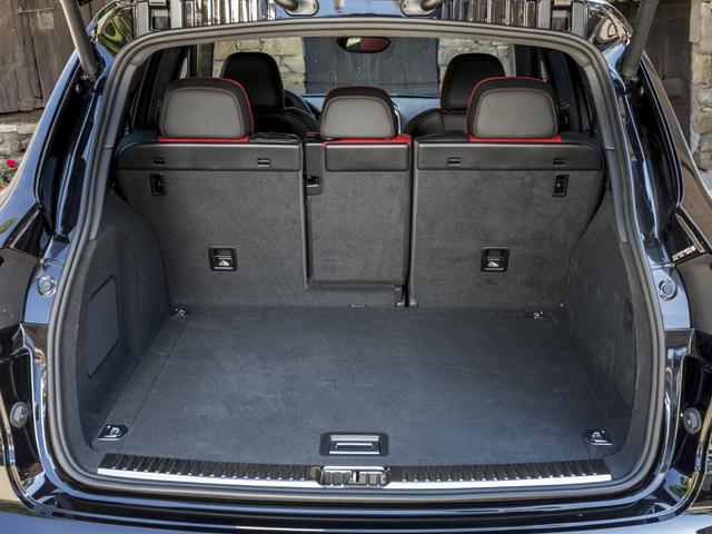 ▲テールゲートは自動開閉式を標準化。ラゲージ容量は通常670L、後席を倒すと最大1780L