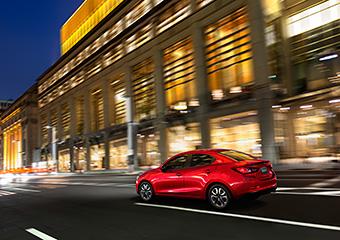 新型「Mazda2」セダン