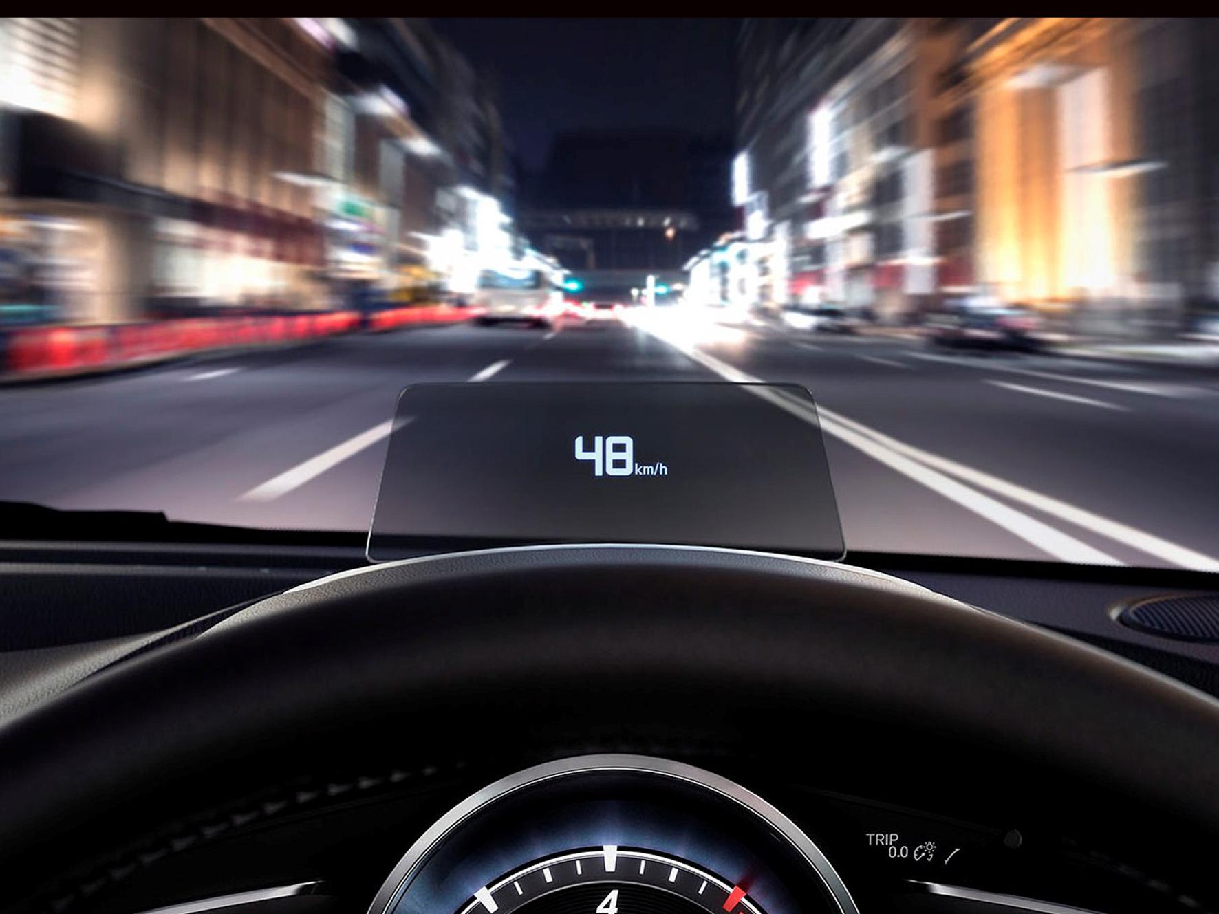 ▲車速やナビゲーションのルート誘導など、走行時に必要な情報を表示してくれるアクティブ・ドライビング・ディスプレイ。視線移動が少なくて済む