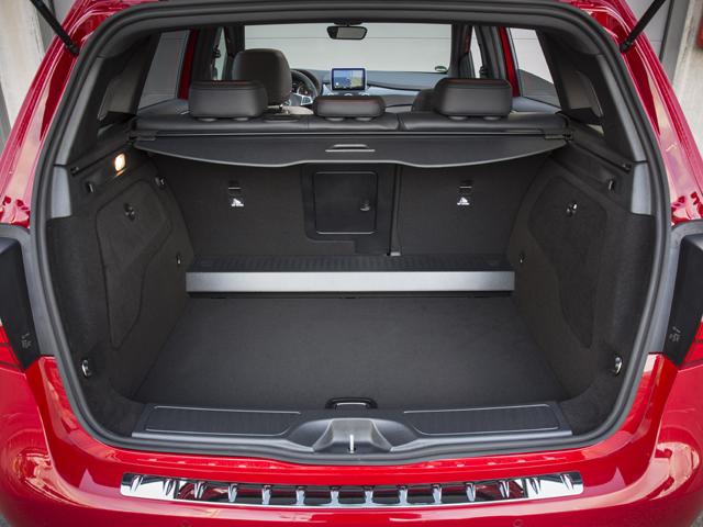 ▲ラゲージ容量は従来モデルより2L広くなり、通常488L、後席を倒せば最大1547Lに