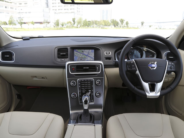 ▲Luxury Editionの内装。オプションの革シートを標準装備とし、Luxuryの名にふさわしい上質な空間となっている