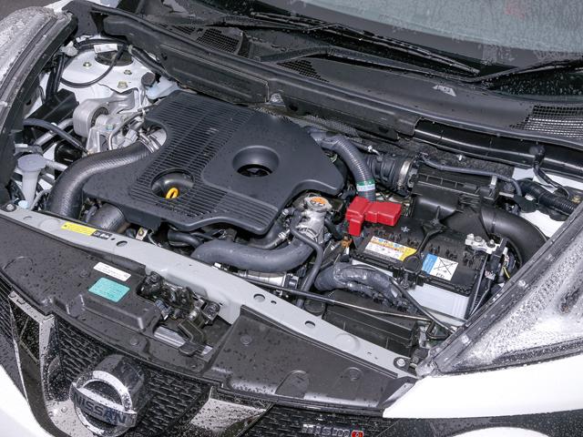 ▲214psを発揮するNISMO RS専用の1.6L直噴ターボエンジン。コンロッドベアリングの耐久性が向上したことで、高回転域でも力強いトルクを維持している