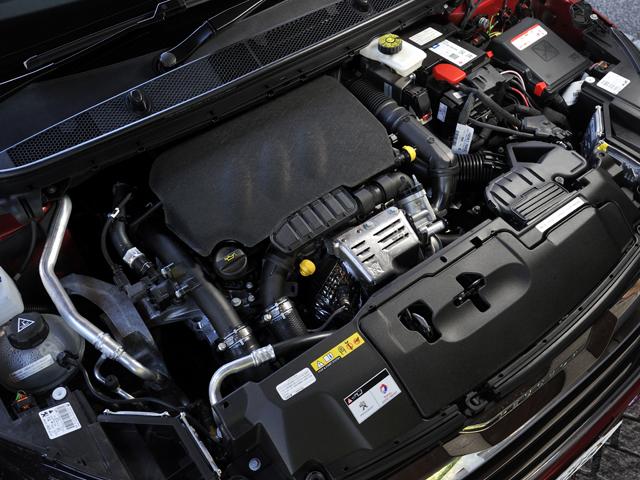 ▲従来の1.6Lからダウンサイジングされた1.2L直噴ターボエンジンを搭載。JC08モード燃費を16.1km/Lとした