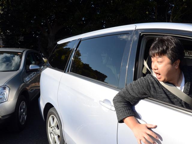 昭和の人間にありがちな、身を乗り出しての車をバックで頭をトラックに強く打ち完全に潰れて即死。  [728555675]->画像>13枚