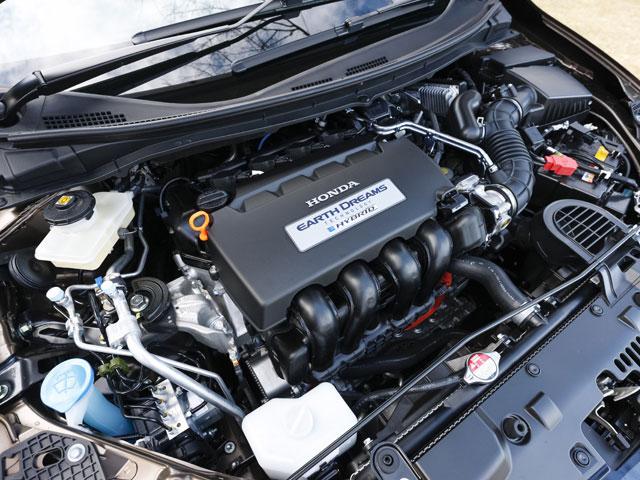 """▲1.5Lの直4エンジンを搭載している。JC08モードで""""HYBRID""""が25.0km/L、""""HYBRID X""""が24.2km/Lという環境性能を実現"""