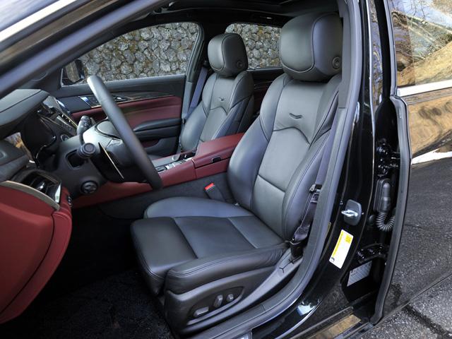 ▲運転席には危険を感知するとクッションの左右が振動し危険を知らせるシートを採用した