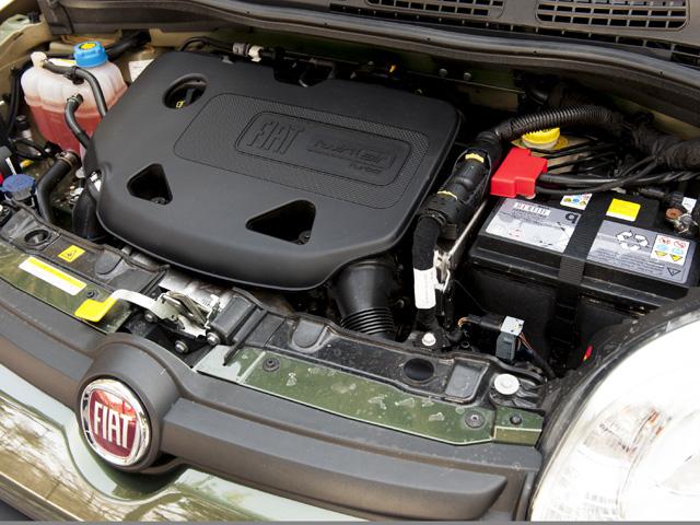 ▲環境性能に優れた直2ターボのツインエアを搭載。ECOスイッチも備え、JC08モード燃費は15.5km/Lに