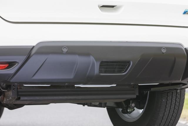 ▲リア車体底部にも空気の流れをコントロールする仕掛けがある。燃費性能と高速安定性の向上につながる、細かくも大きい進化だ