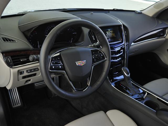 ▲自動ブレーキや全車速追従クルコンといったセーフティデバイスは上位機種のCTSと同様