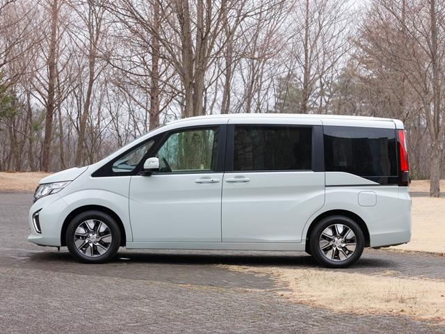 ▲先代に比べ全高は25mm高くなった(ステップワゴン、2WD)が、全長と全幅は変わらず