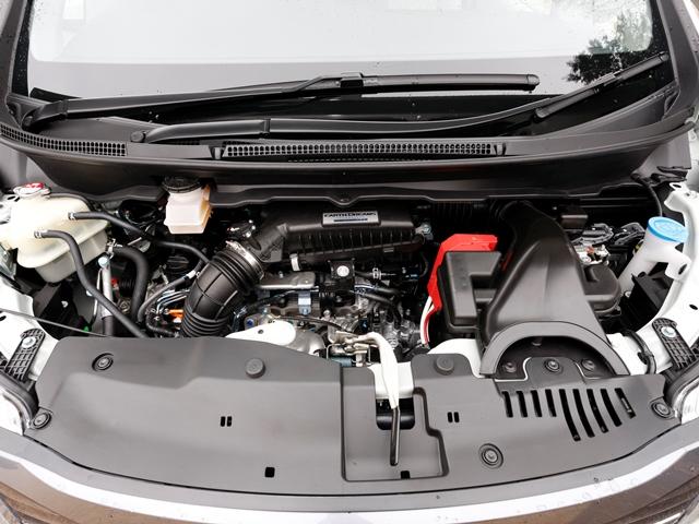 ▲先代が2Lエンジンだったが、新型は新開発の1.5Lターボエンジンを搭載し、ダウンサイジング化を行っている。JC08モードで最大17km/Lの燃費性能を実現している