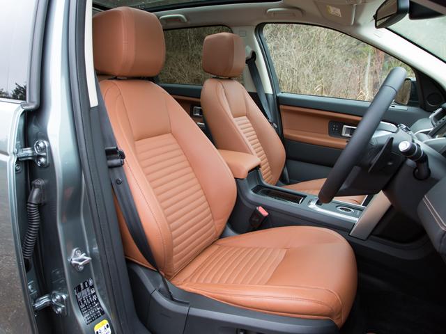 ▲エントリーのSE以外にはレザーシートを標準装備。なお、3列目シートはオプションとされ価格は30万〜33.7万円