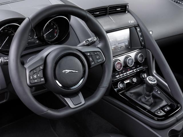 ▲Sクーペには6MT搭載モデルが登場。V6スーパーチャージドと組み合わせられた
