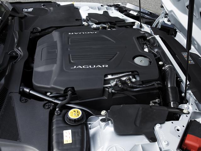 ▲エンジンはV8に加え、340psと380psの3L V6スーパーチャージドを搭載する