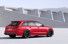 新型 AudiS6