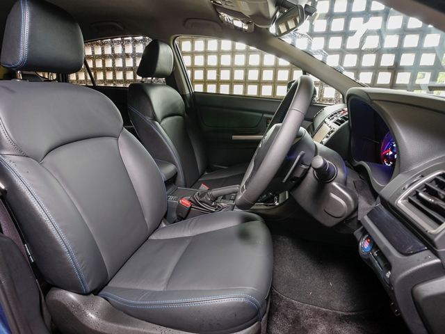 ▲フロントシートは前方が見渡せるよう高めの位置に設定されている。上級グレードのSでは質感のよいウルトラスエードを採用