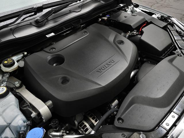 ▲新開発の2L 4気筒のクリーンディーゼルエンジン。1.5Lエンジン並みの燃費や高い環境性能を誇る