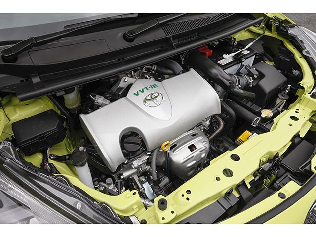 ▲ガソリン車の2WDに搭載された新型の1.5Lエンジン「2NR-FKE」。ハイブリッド車にはお馴染みのTHSIIを搭載している