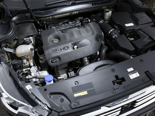 「Blue HDi 2.0 180」ターボディーゼルは、変速の滑らかさに定評あるアイシン製6速ATとの組み合わされる