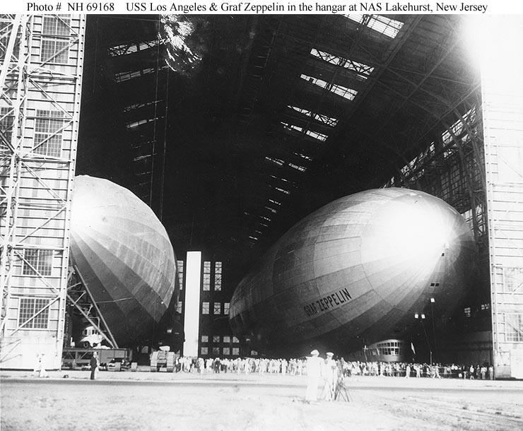 ▲写真右がグラーフ・ツェッペリンことLZ 127。20世紀初頭に登場したドイツの巨大飛行船
