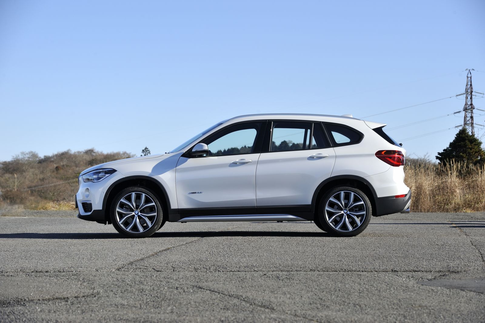 ▲燃費はJC08モードで20i xライン 4WDが14.6km/L、25i xライン 4WDが14.3km/Lとなっている