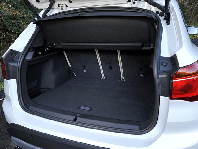 ▲後席にスライディング機能を備え、ラゲージの使い勝手も高められた。容量は505-1550L