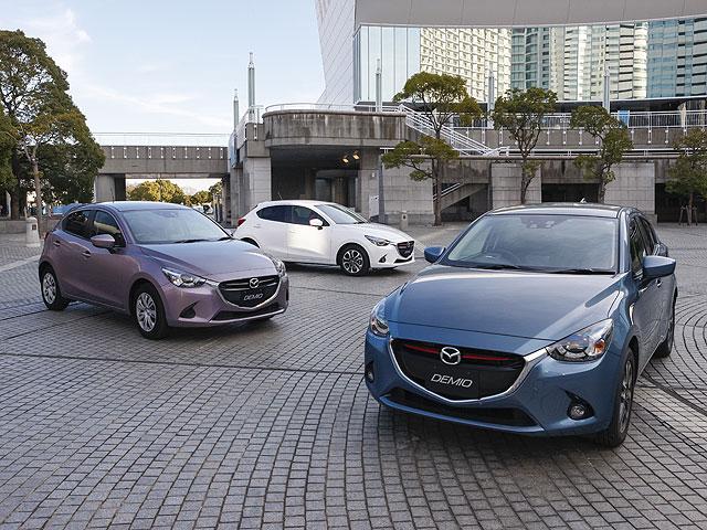 ▲これらはデミオの特別仕様車。右手前は新しく設定された「XD BLACK LEATHER LIMITED」、左手前が「Urban Stylish Mode」、左奥が「Mid Century(※生産終了)」