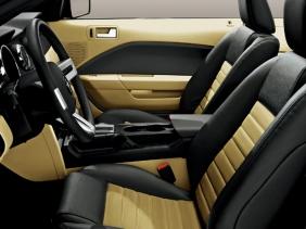 フォード マスタング GT カリフォルニア・スペシャル インテリア|ニューモデル速報