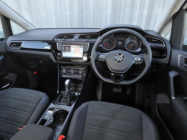 ▲インパネデザインはよりドライバー志向のレイアウトに仕立てられた。運転席座面高は約625mm