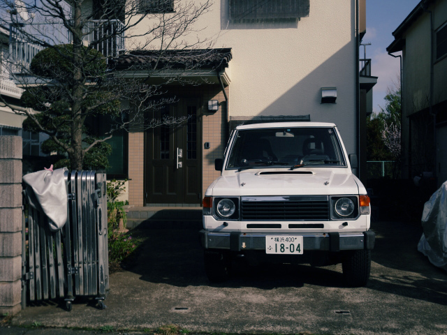 ▲一軒家の駐車場なので、輪留めはありません。高さ制限なども事前に確認できるので、四駆でも安心