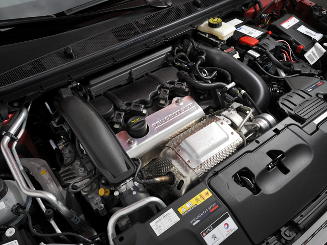 ▲シリンダーブロックに熱処理を施し耐久性を高めるなど、エンジンを徹底的にチューン。ローギアード化された6MTと組み合わせられた