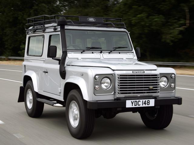 ▲無骨なスタイルと本格的な悪路走破性、さらに英国車というブランド力でマニアに人気のディフェンダー