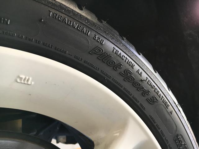 ▲「オシャレは足元から」と言われるが、車も同様。知れば知るほど、他の車が履いているタイヤが気になってくる。ミシュランなら一目置かれること間違いない
