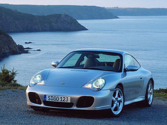 ▲カレラ4Sは、911ターボと同形状のワイドボディと後期3.6L自然吸気エンジンを組み合わせた4WD仕様