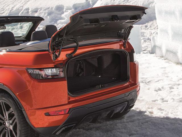 ▲ラゲージスペースは251Lを確保。スキー板などの長尺物にも対応するスキーハッチも備わった