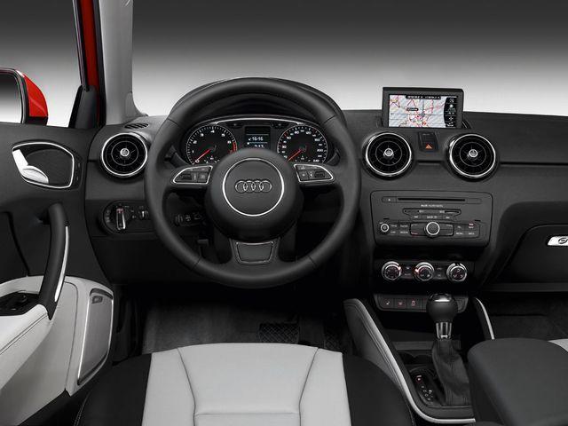 ▲初期型アウディA1の内装。プラットフォームは現行フォルクスワーゲン ポロと共用だが、内装のデザインと質感はやはりフォルクスワーゲン車とは一線を画す上質感あふれるもの