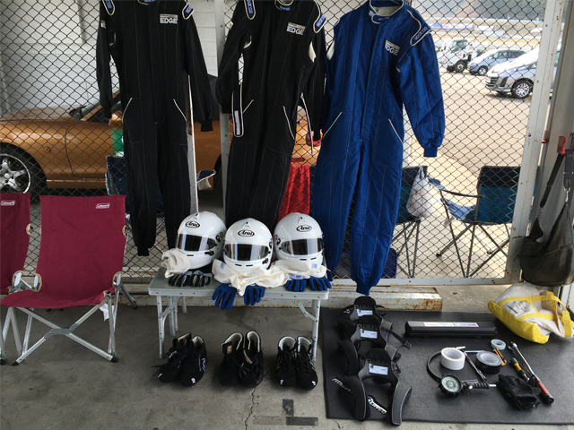 ▲4月10日にスポーツランドSUGOで行われた「マツダファン・エンデュランス」に参加した際の、我がチームのピットの様子。JAF公認レースではなかったが、アイテムはすべて基準に合致したものを使用した