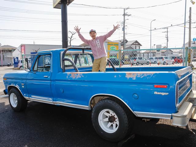 ▲「好きな車しか扱わないと言って、こんなに古いアメリカンピックアップまで並べちゃうんだもん。ある意味すごい!」とBoseさん。普通の感覚だとボロボロにしか見えないと思いますが、「これのよさが分かる人が買ってくれればいい」とボブ社長