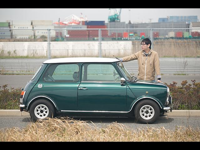 ▲幼いときから身近にあったクラシックミニ、それは父の車だった。いつしか自分も大人になり、車選びを始めた。そして選んだのは、あのミニ。―父から息子へ、受け継がれる車の物語