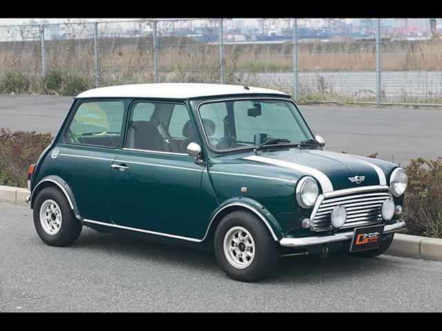 ▲1959年に発売され、その後約40年の長きにわたり生産された英国製小型FF車。鈴木さんの愛車は1998年式クーパーで、お父さまが2000年頃に中古車で購入したもの。2015年10月に隼人さんが譲り受けたときの走行距離は約4.1万㎞、現在は約5.4万㎞