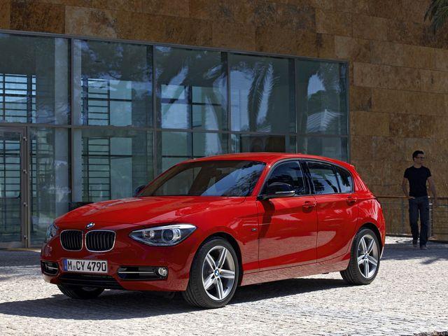 ▲まごうことなき「プレミアム・コンパクト」な現行BMW 1シリーズですが、その11~13年式の低走行物件が今、諸般の事情によりかなりのお手頃価格で狙えてしまうのです!